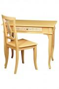 Scrivania e sedia in legno