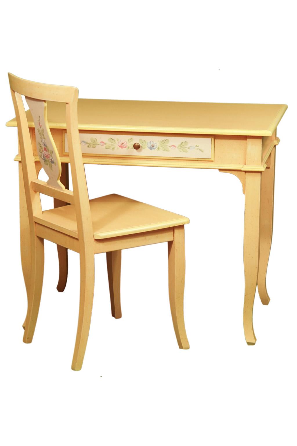 sedia in legno decorata nella decorosa