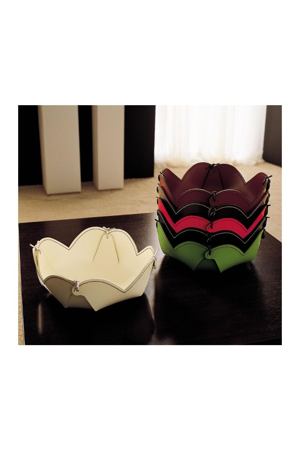 Contenitore portaoggetti multiuso in cuoio flower decorosa for Cuoio arredo